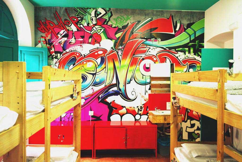 habitacion Sevilla Kitsch Hostel Art
