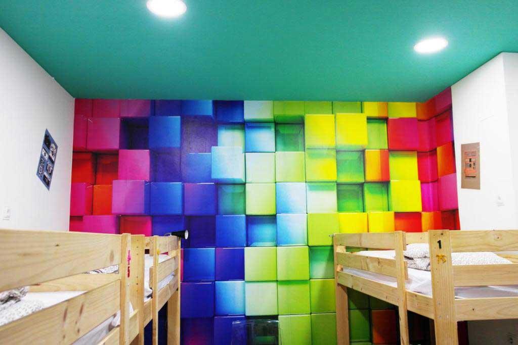 habitación femenina Sevilla Kitsch Hostel Art
